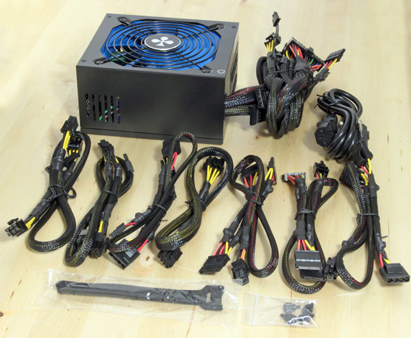 club-3d-1000W-PSU-box-5