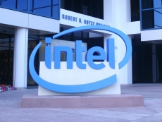 Intel eyes Chinese smartphones, custom cloud chips