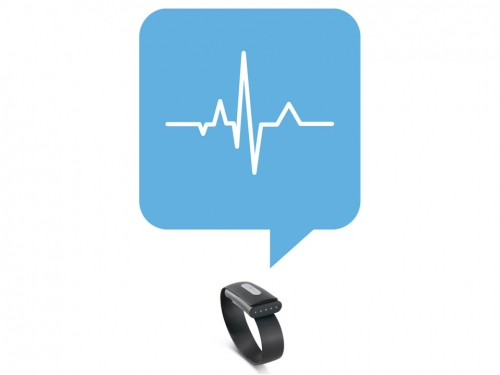Using heartbeat data for authentication with wearable devices