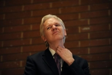 Swedish courts back Assange arrest warrant again