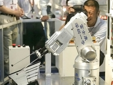 Foxconn invests another $1.5 billion in robot development