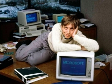 Bill Gates quits Microsoft