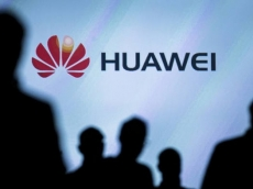 Poles arrest Huawei manager for spying